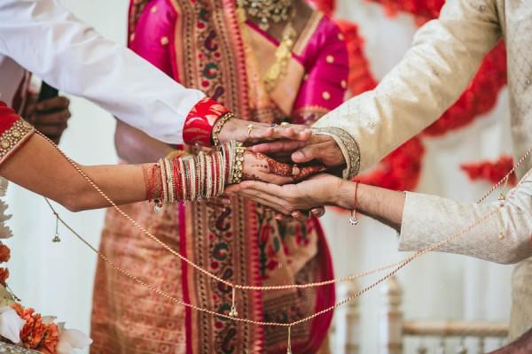 Modern-Minneapolis-Indian-Wedding-Calhoun-Beach-Club-21-600x400