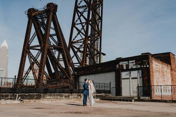 Modern-Romantic-Cleveland-Wedding-Redspace-22-600x400