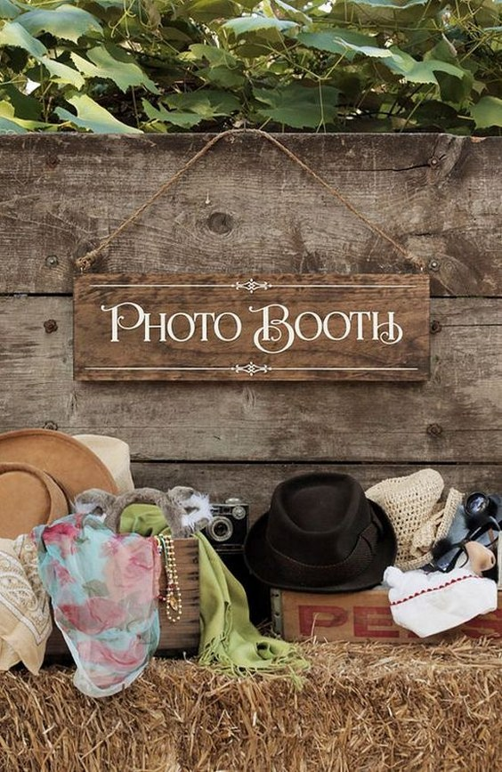 Rustic-Chic-Wedding-Photo-Booth-Wood-Photo-by-UrbanFringeLiving